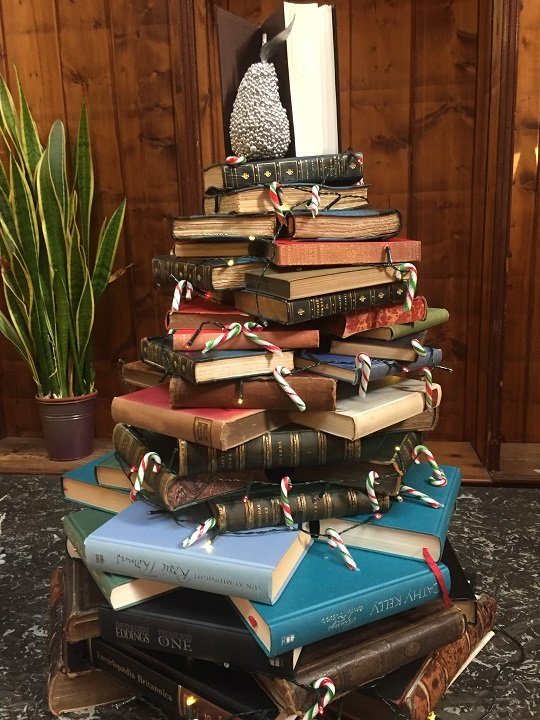 A novel idea for a Christmas tree
