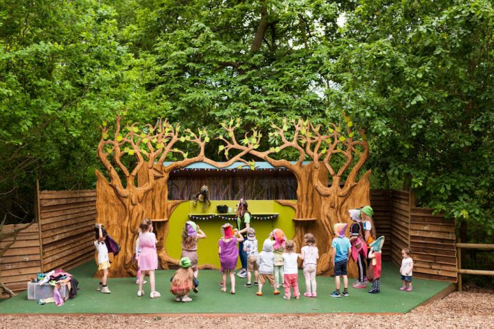 children stage bewilder wood