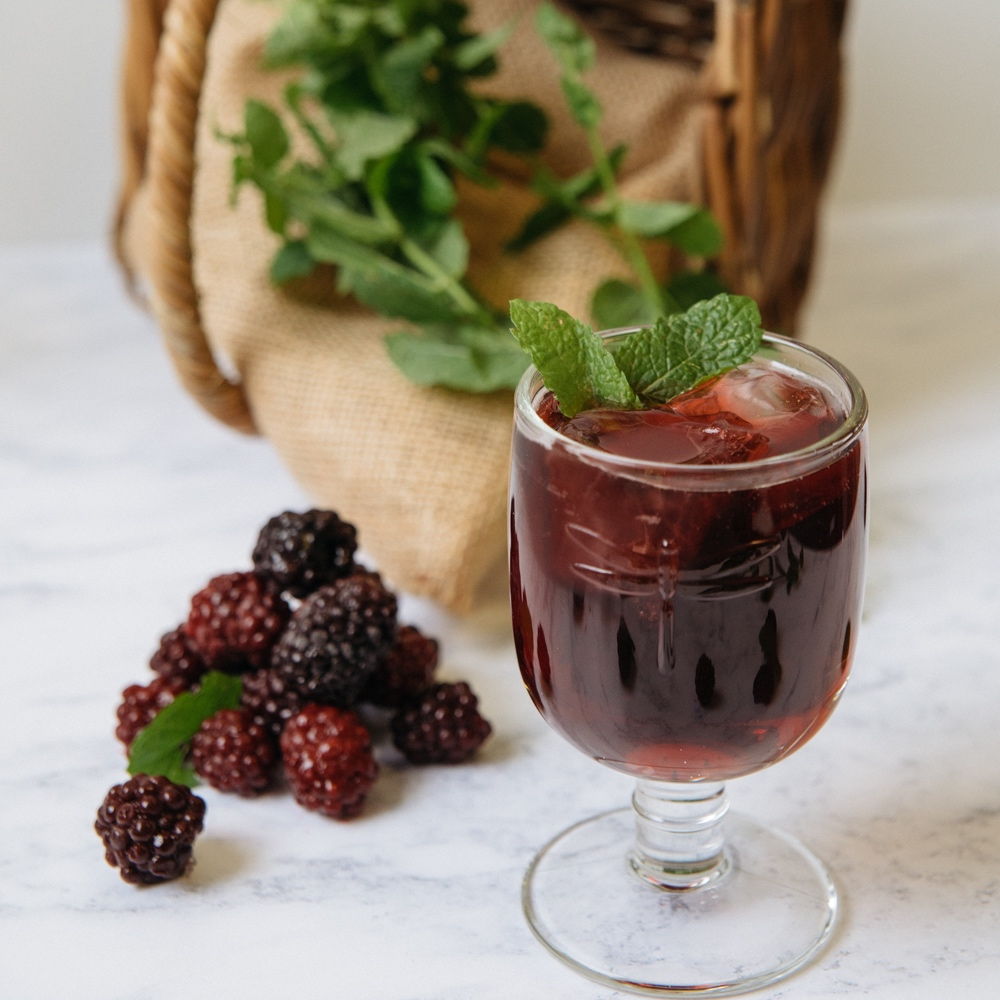 fruity gin blackberries and hibiscus